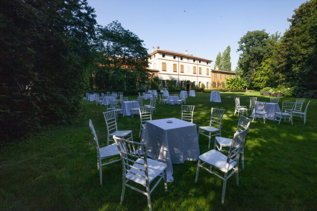 Aperitivo in giardino per matrimonio all aperto