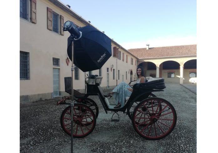 modella su carrozza - come scegliere location per shoorting fotografico